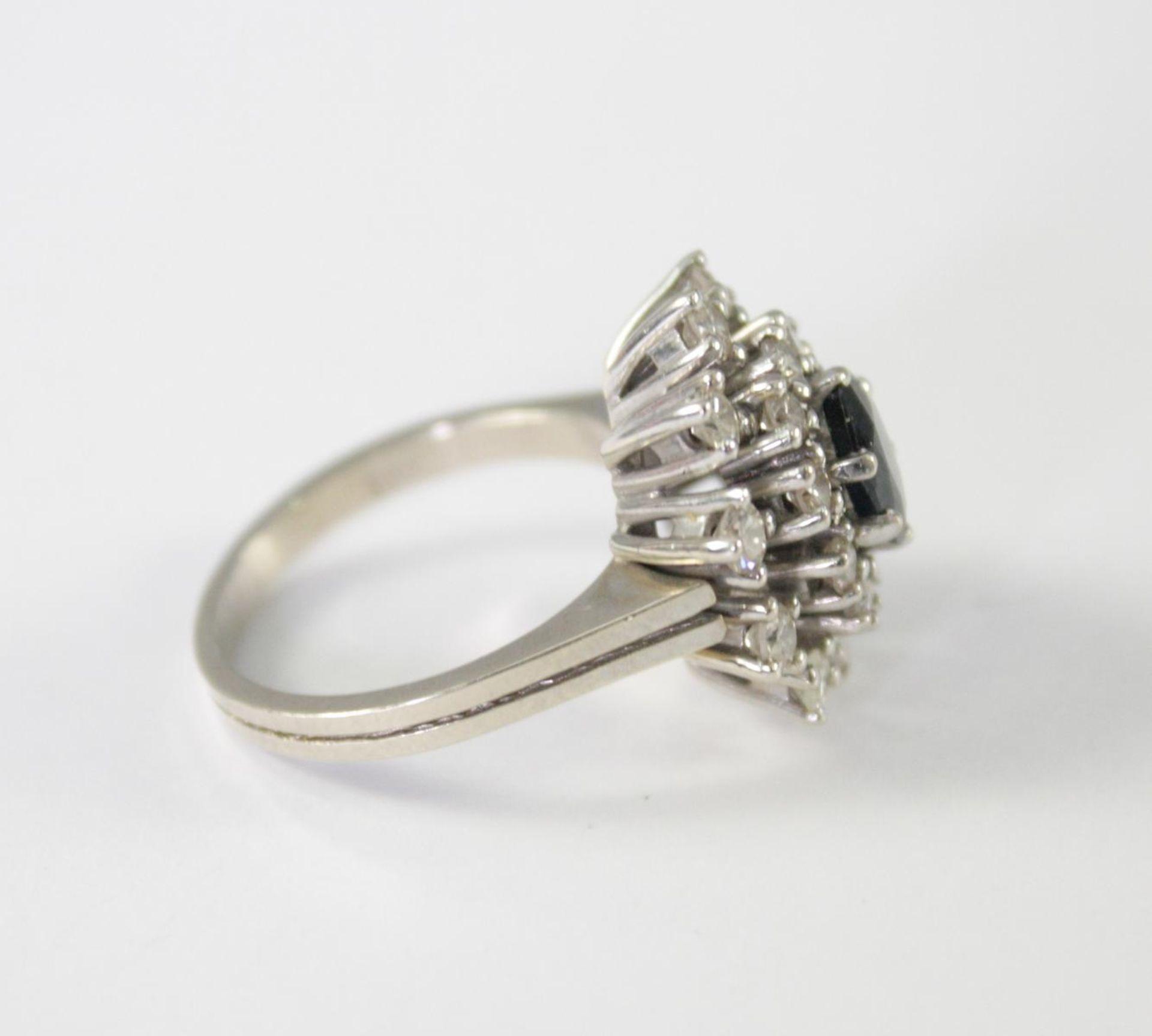 Damenring mit Diamanten und Saphir, 14 Karat Weißgold - Bild 2 aus 4
