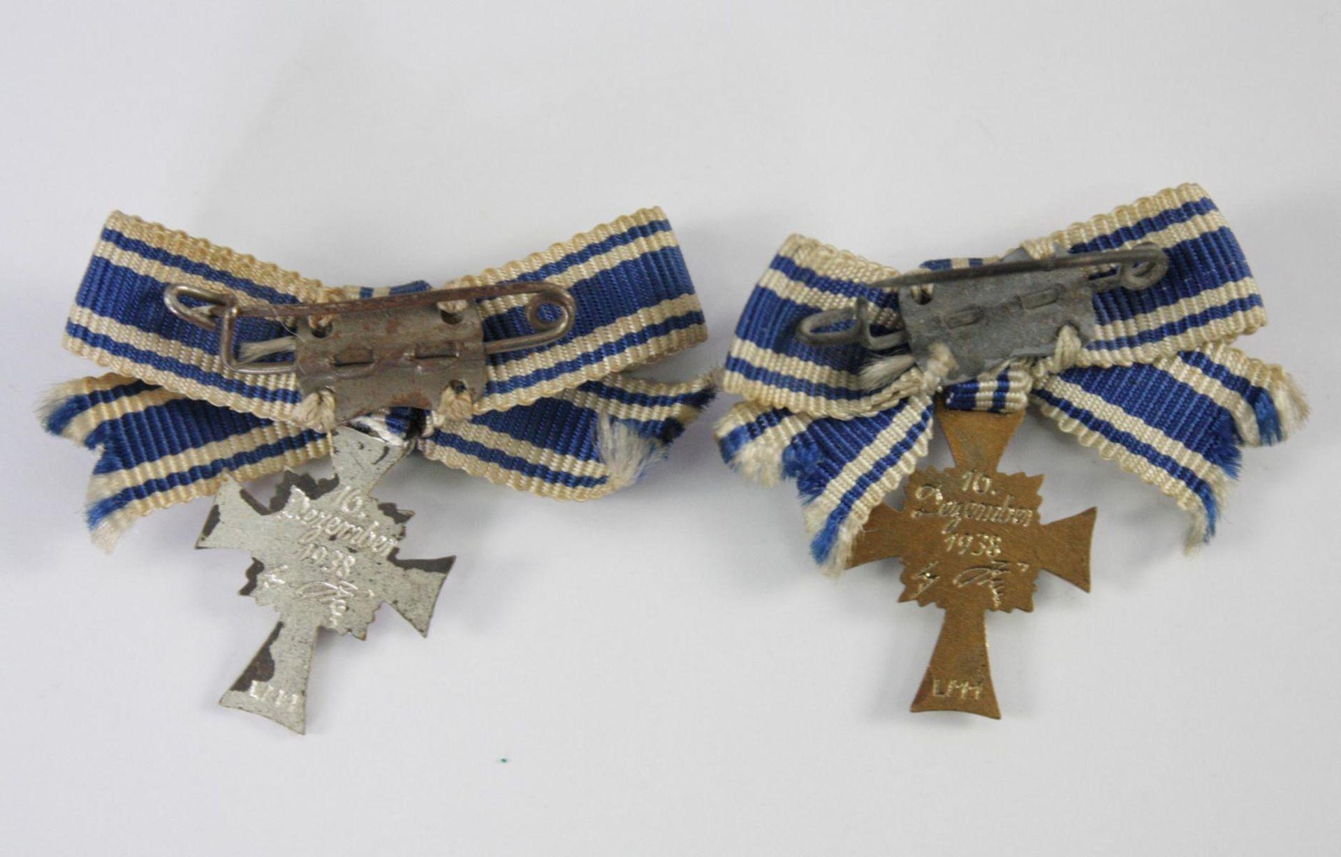 2 Miniaturen Mutterkreuz, Silber und Bronze - Bild 2 aus 2