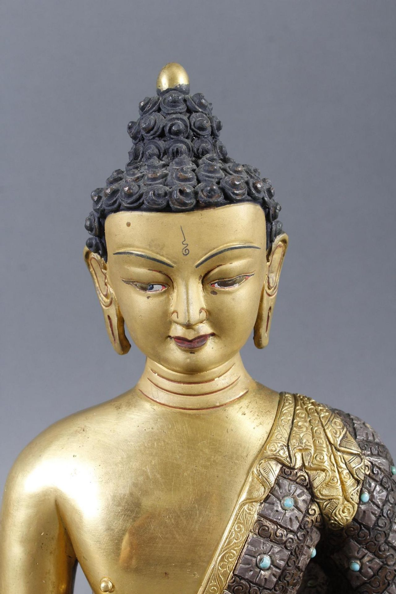 Bronze des Buddha Shakyamuni in der Erdberührungsgeste auf Lotospodest - Bild 6 aus 10
