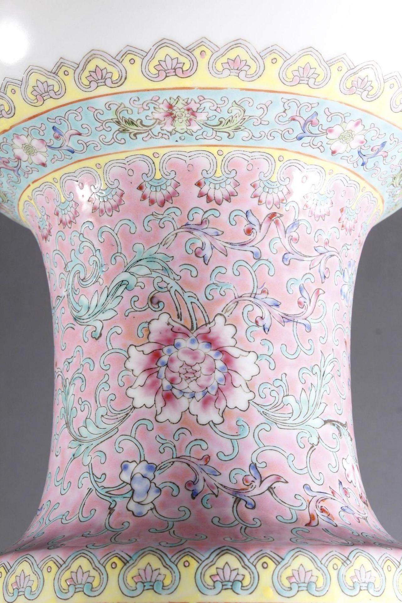 Porzellan Bodenvase, China 20. Jahrhundert - Bild 9 aus 12