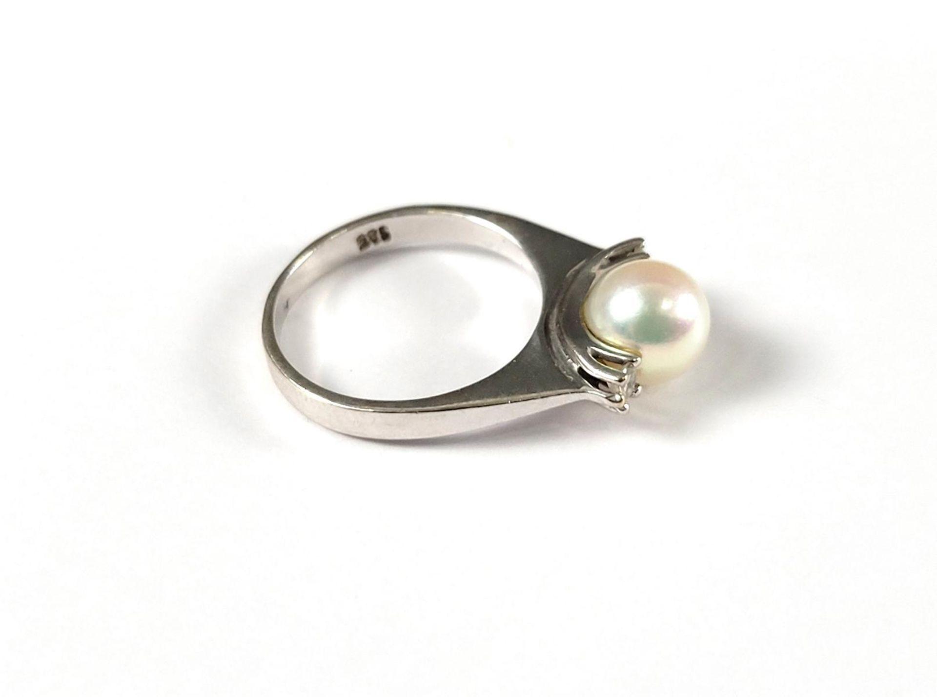 Ring mit Perle und Diamanten, 14 Karat Weißgold - Bild 2 aus 3