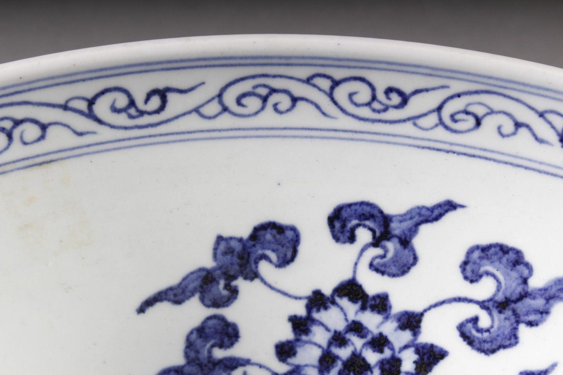 Große Porzellanschüssel, China, Hsüan-tê Marke - Bild 17 aus 17