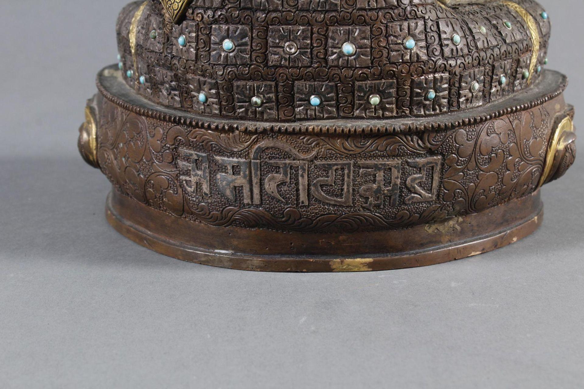 Bronze des Buddha Shakyamuni in der Erdberührungsgeste auf Lotospodest - Bild 8 aus 10