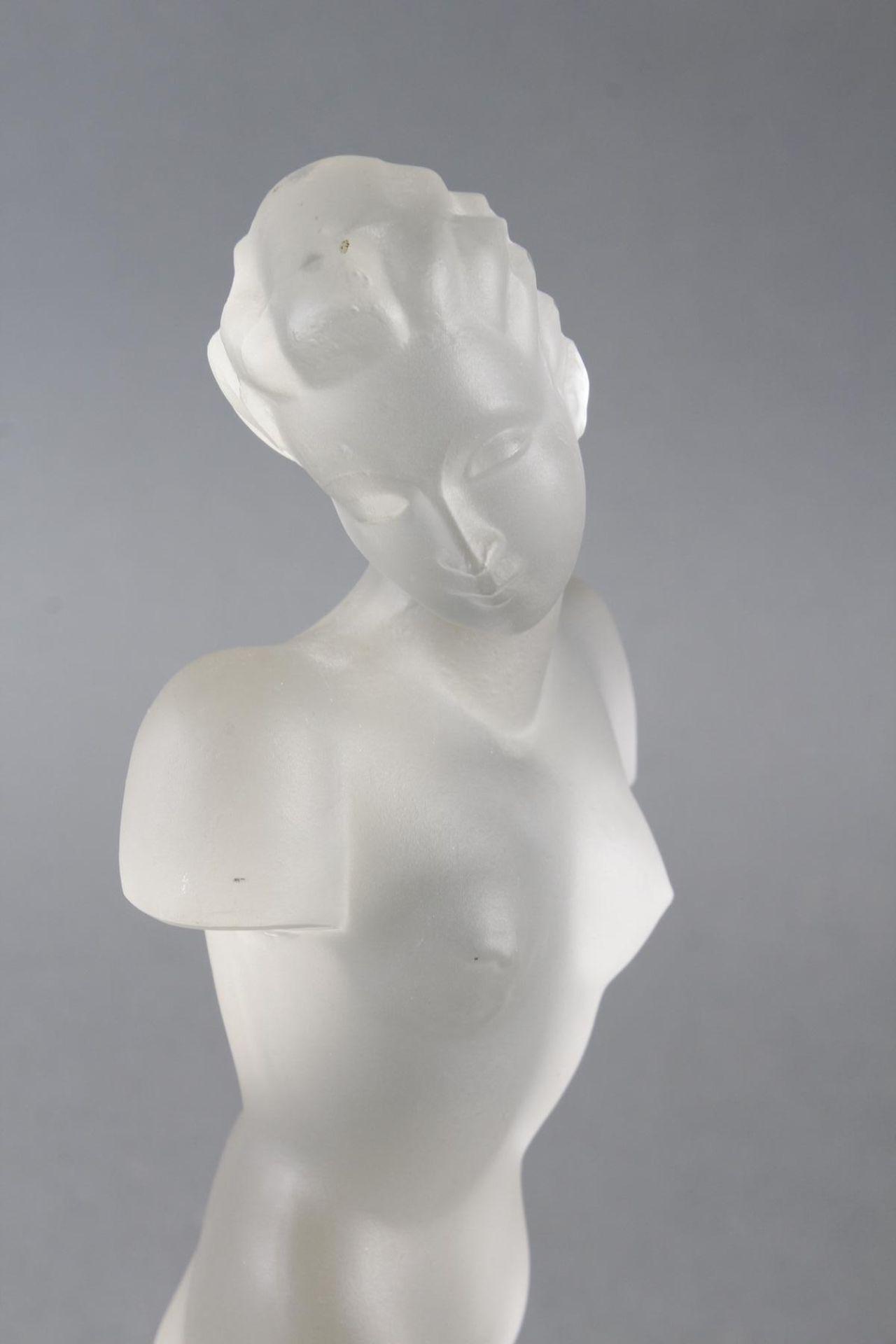 Glasskulptur, Frauenakt auf Sockel, Böhmen um 1950 - Bild 3 aus 10