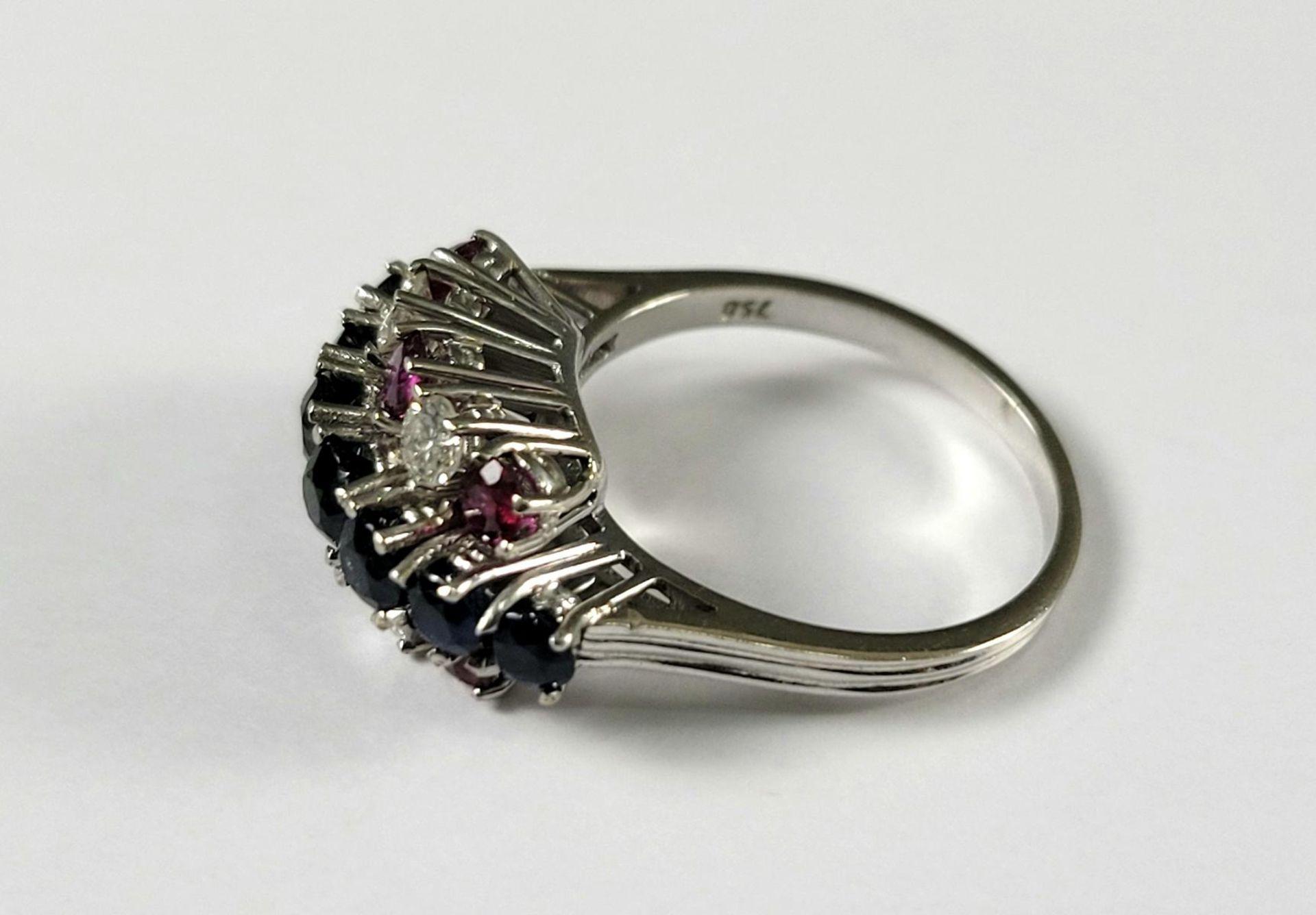 Damenring mit Saphiren, Diamanten und Rubinen, 18 Karat Weißgold - Bild 4 aus 4