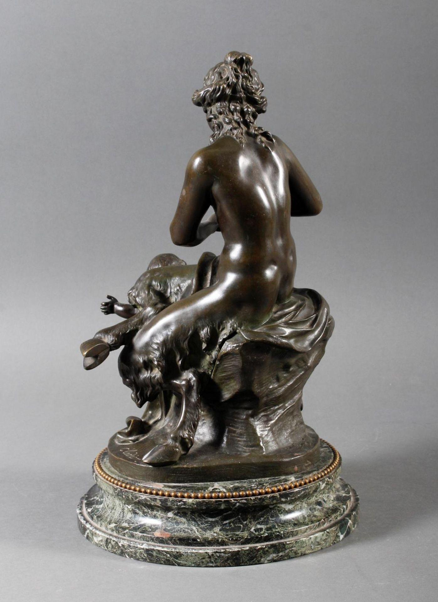 Bronzeskulptur Sitzender Akt, Flötespielende Faundame mit zwei tanzenden Faunjungen, Frankreich um 1 - Bild 3 aus 7