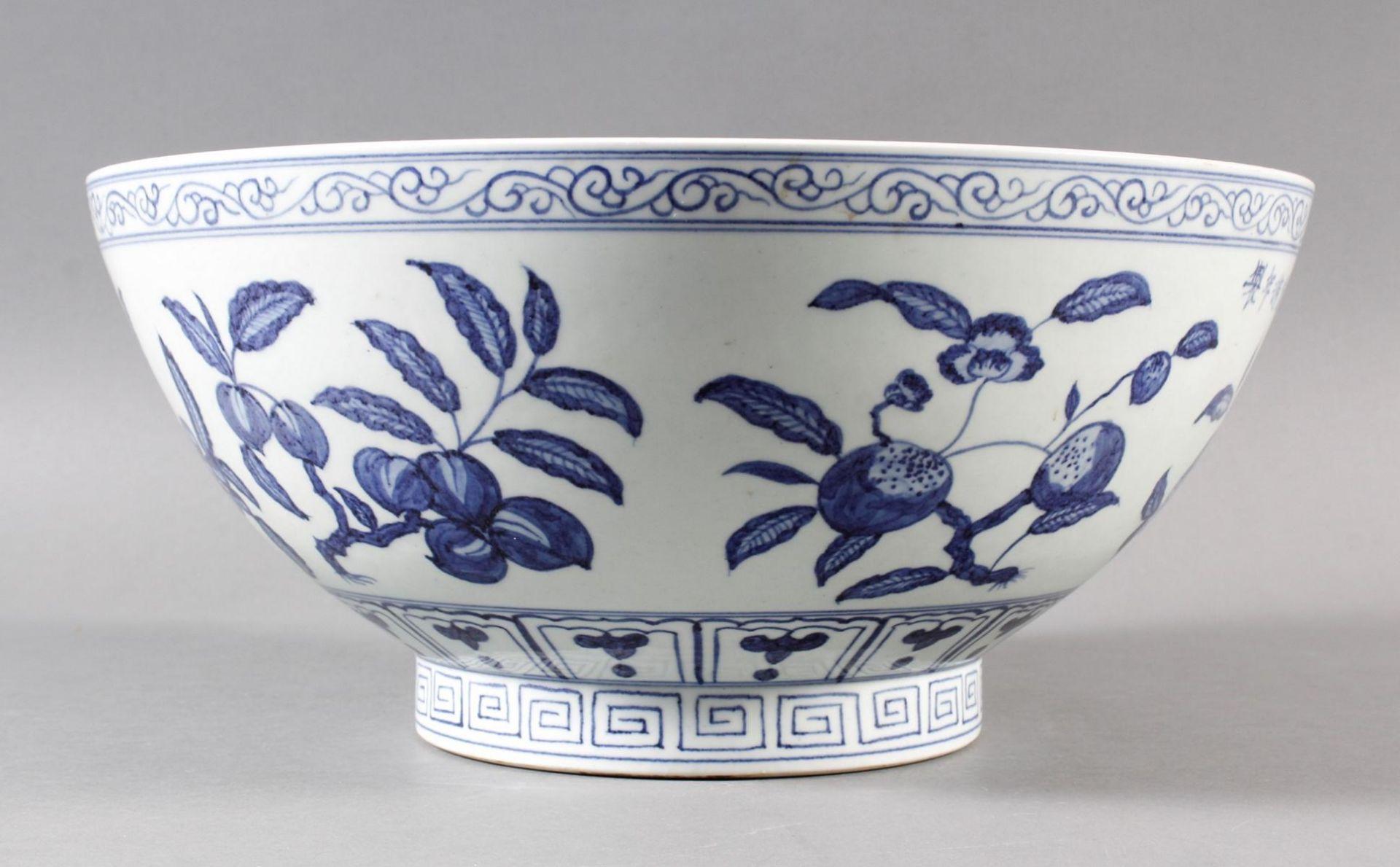 Große Porzellanschüssel, China, Hsüan-tê Marke - Bild 6 aus 17