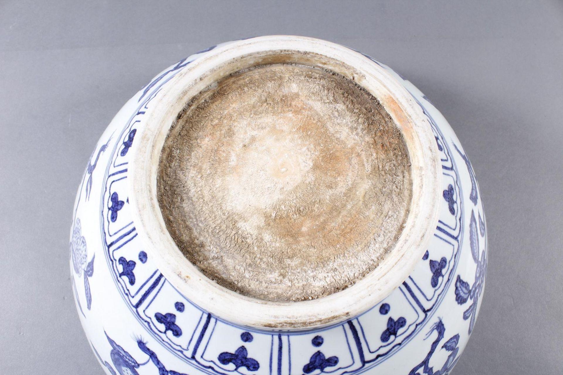 Große Porzellanschüssel, China, Hsüan-tê Marke - Bild 13 aus 17