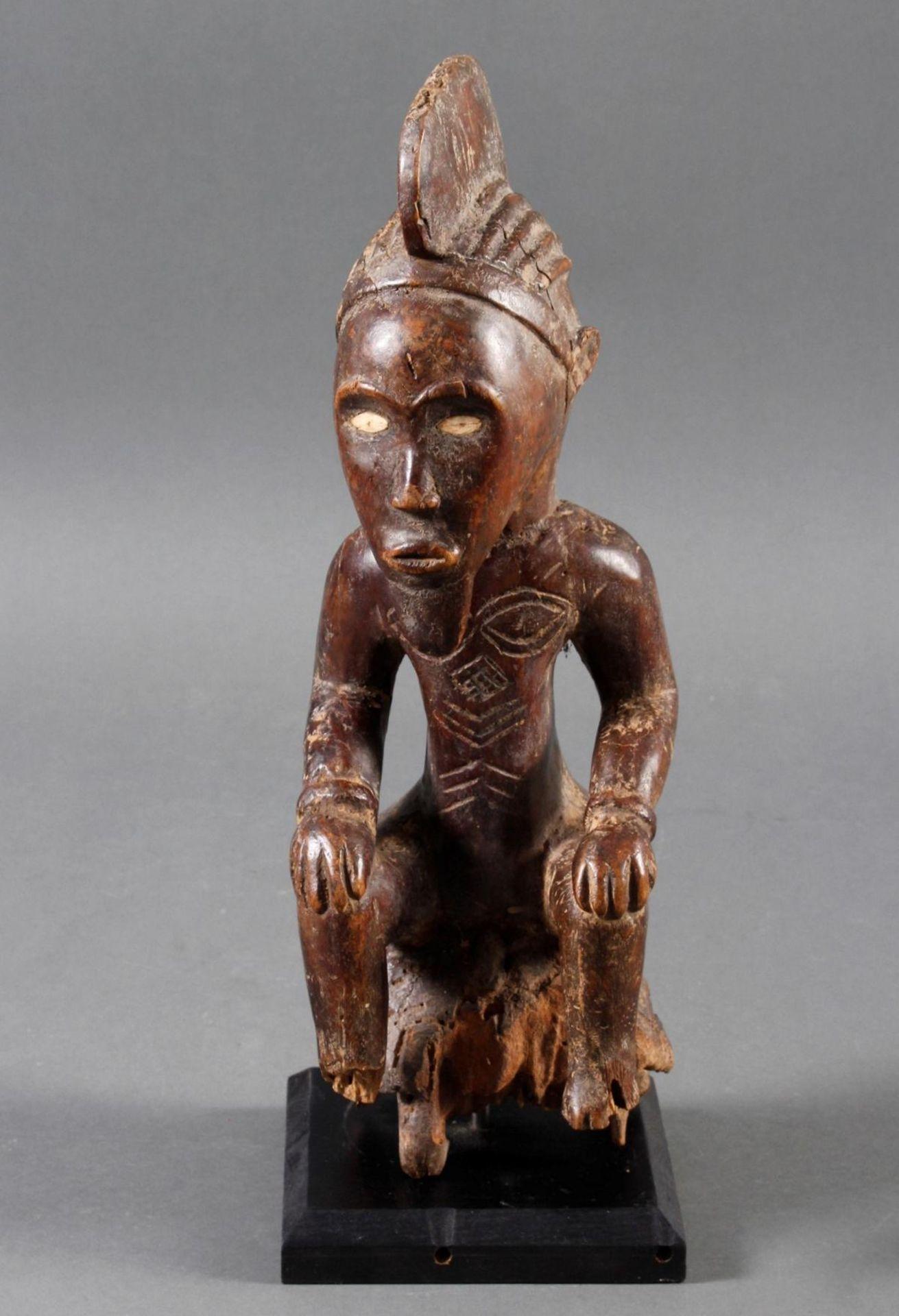 Auf einer Schildkröte sitzende Ritualfigur (Fragment) der Bembe / Kongo