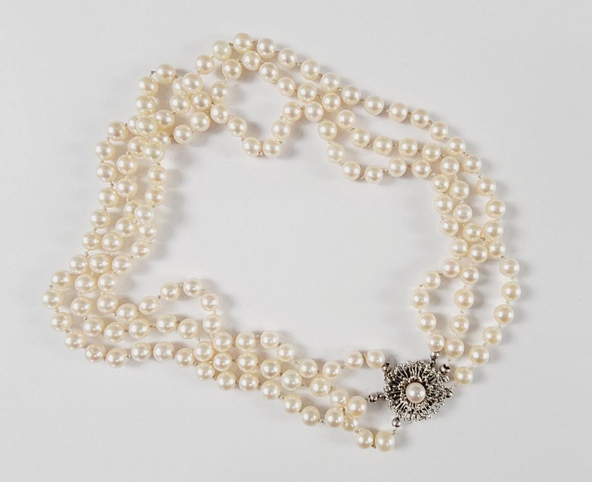 Perlenkette mit 14 Karat Weißgoldschließe