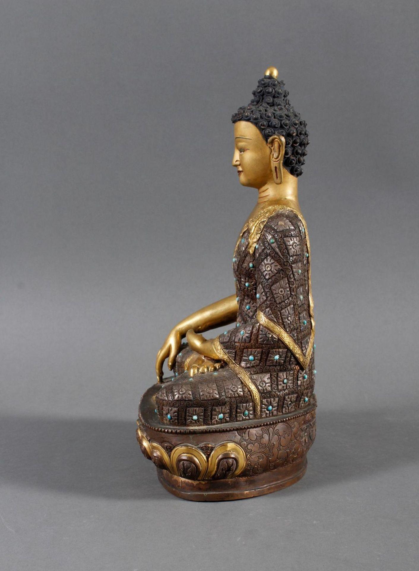 Bronze des Buddha Shakyamuni in der Erdberührungsgeste auf Lotospodest - Bild 4 aus 10