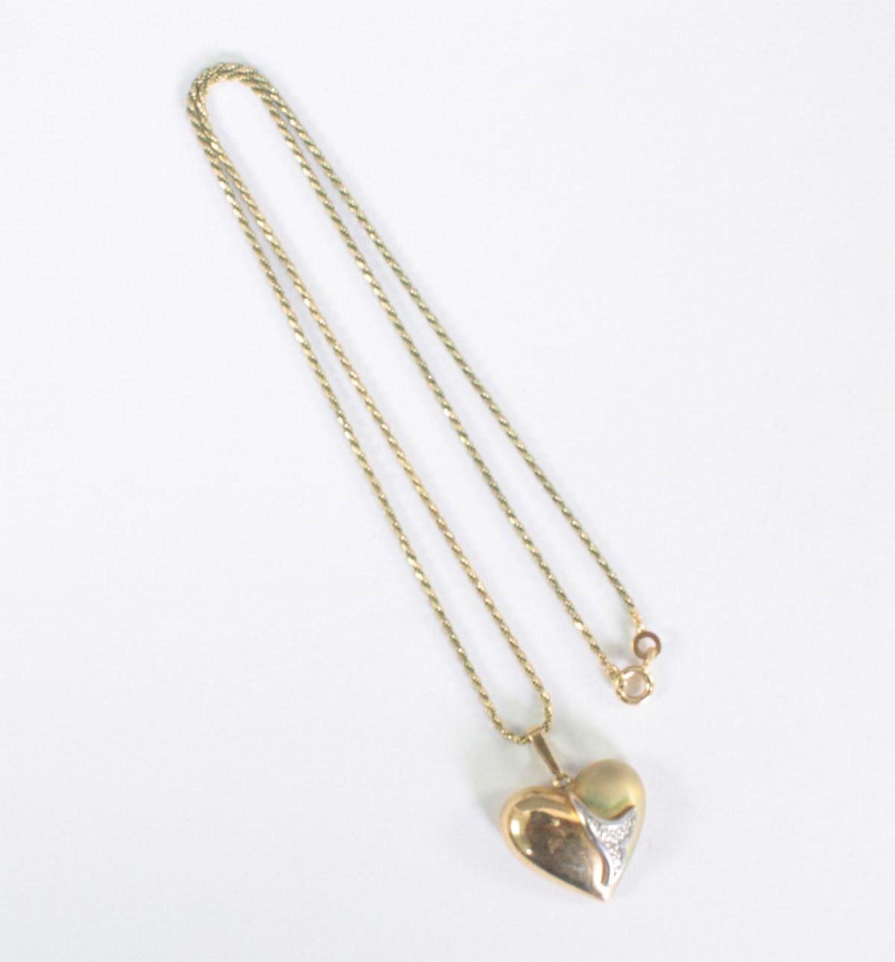 Halskette mit Herzanhänger, 8 Karat Gelbgold