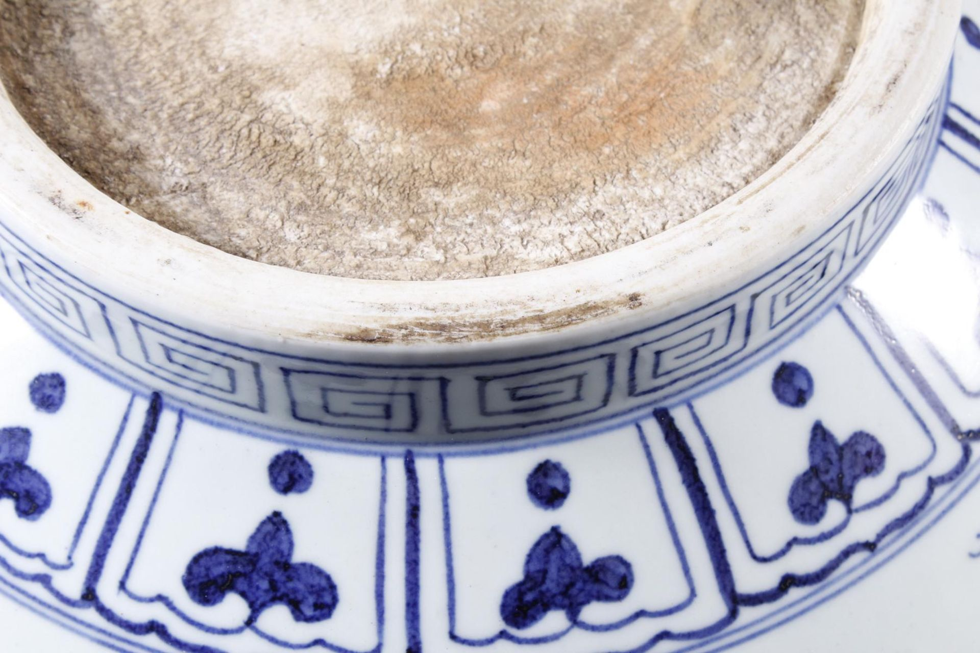Große Porzellanschüssel, China, Hsüan-tê Marke - Bild 12 aus 17