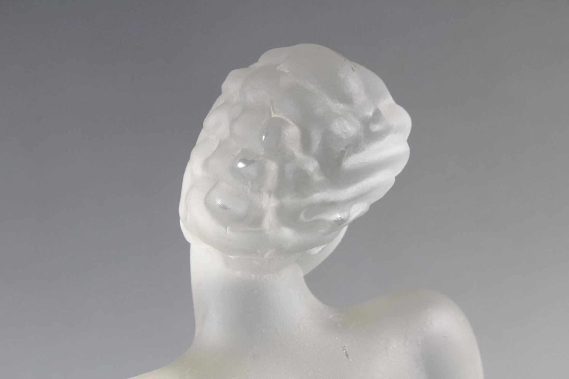 Glasskulptur, Frauenakt auf Sockel, Böhmen um 1950 - Bild 6 aus 10