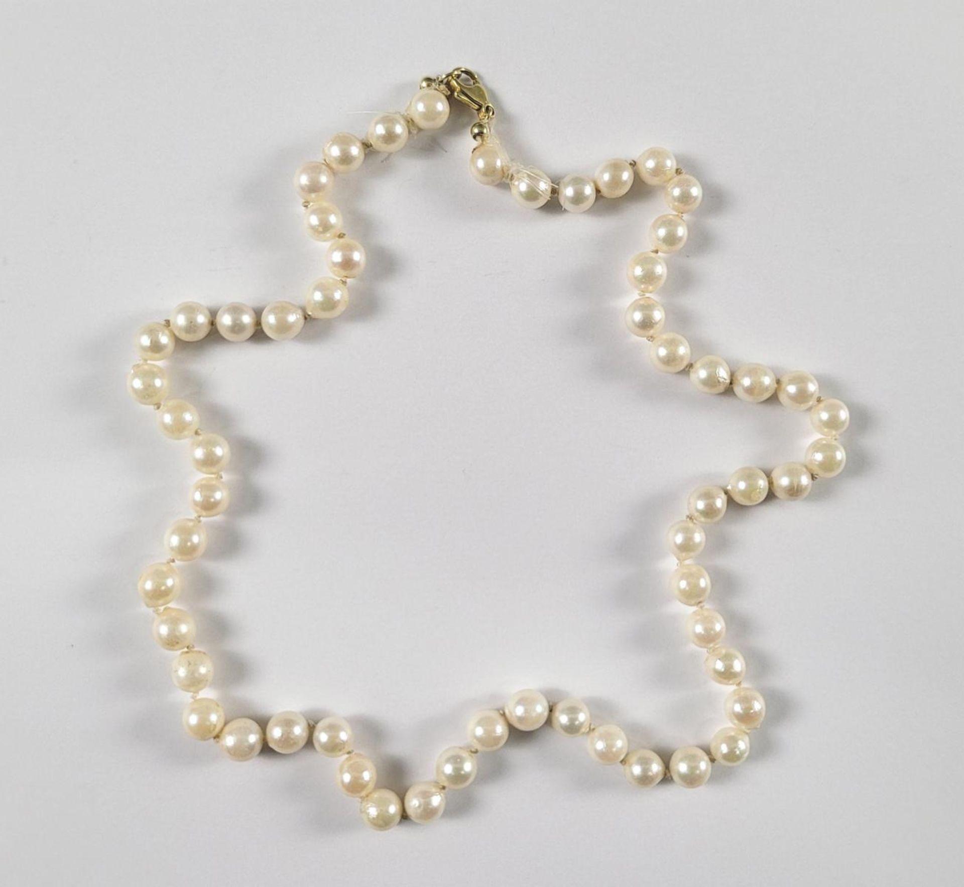 Perlenkette mit 14 Karat Gelbgoldschließe