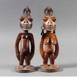 """Männliche und Weibliche Zwillingsfiguren """"ere ibedji"""", Yoruba, Nigeria"""