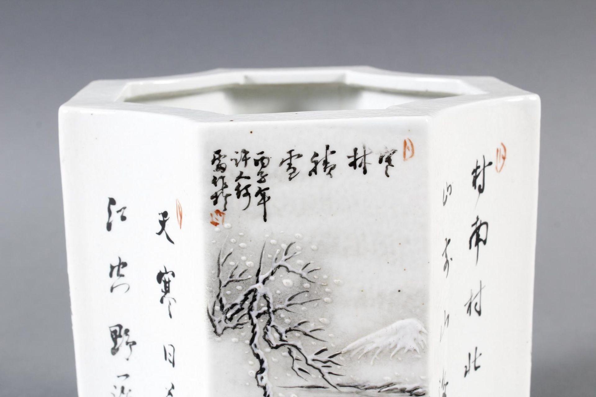 Porzellan-Pinselbehälter, China, Mitte 20. Jahrhundert - Bild 2 aus 15