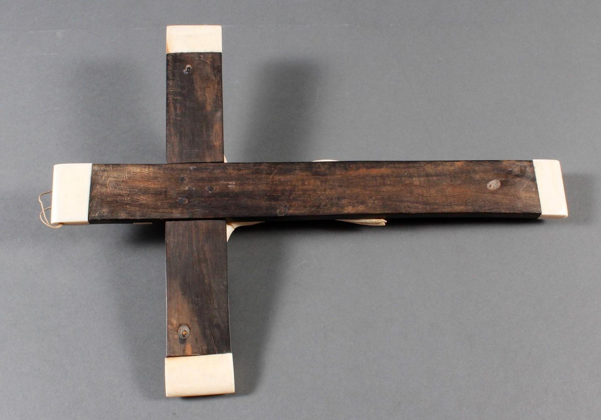 Wandkreuz mit Elfenbein-Korpus, wohl Frankreich um 1900 - Bild 7 aus 8