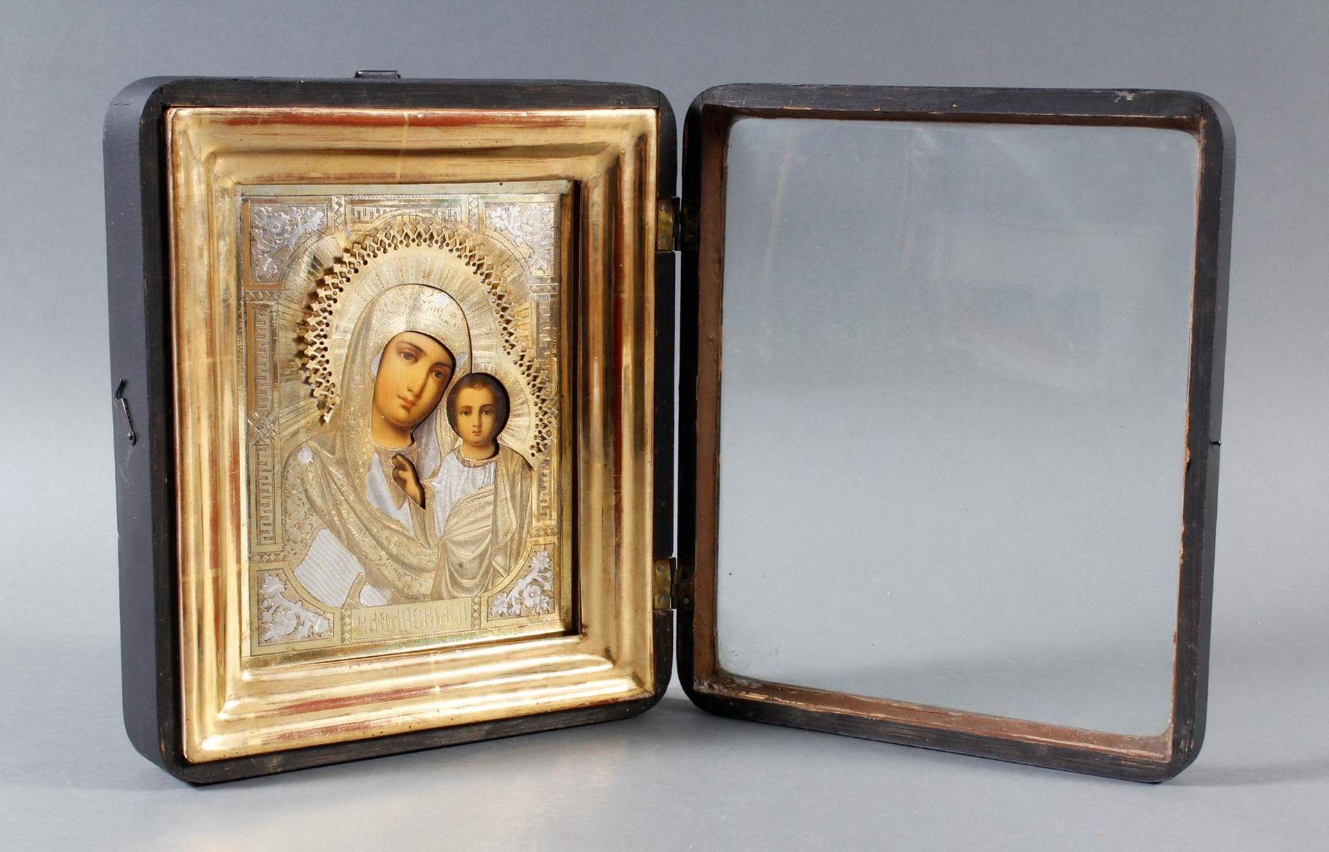 Ikone mit vergoldetem Silberoklad, Maria mit dem Jesuskind, Russland Anfang 20. Jahrhundert - Bild 4 aus 5