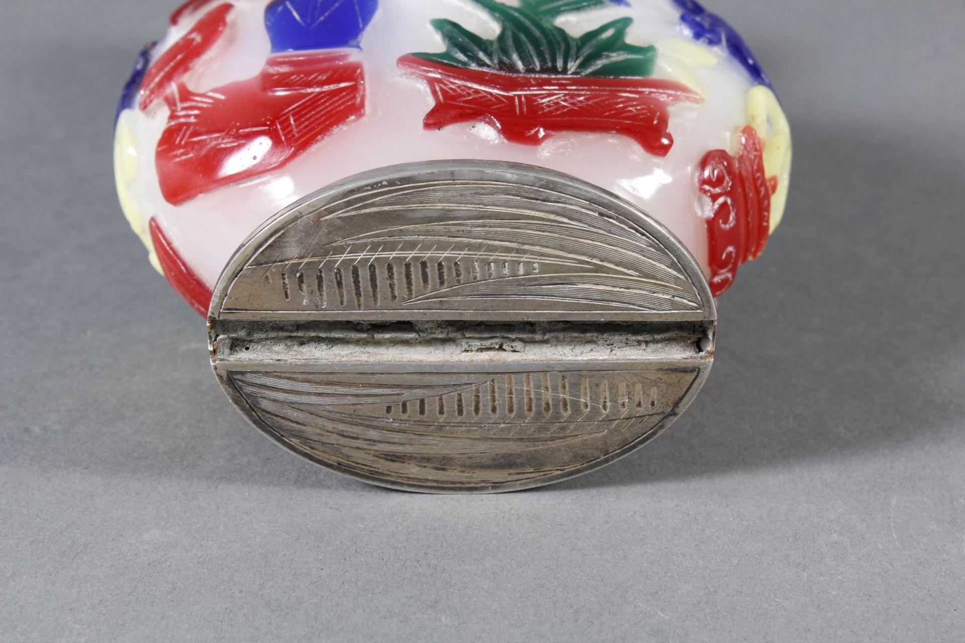 Snuff bottle, Überfangglas mit Silbermontur, China Anfang 20. Jahrhundert - Bild 12 aus 12