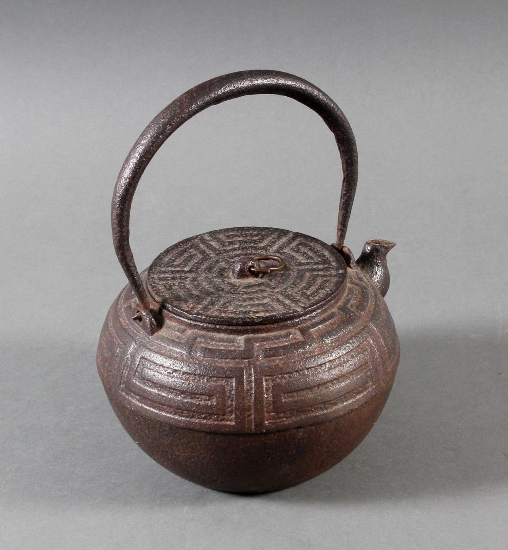 Gusseiserner Wasserkessel, China 18./19. Jahrhundert - Bild 2 aus 8