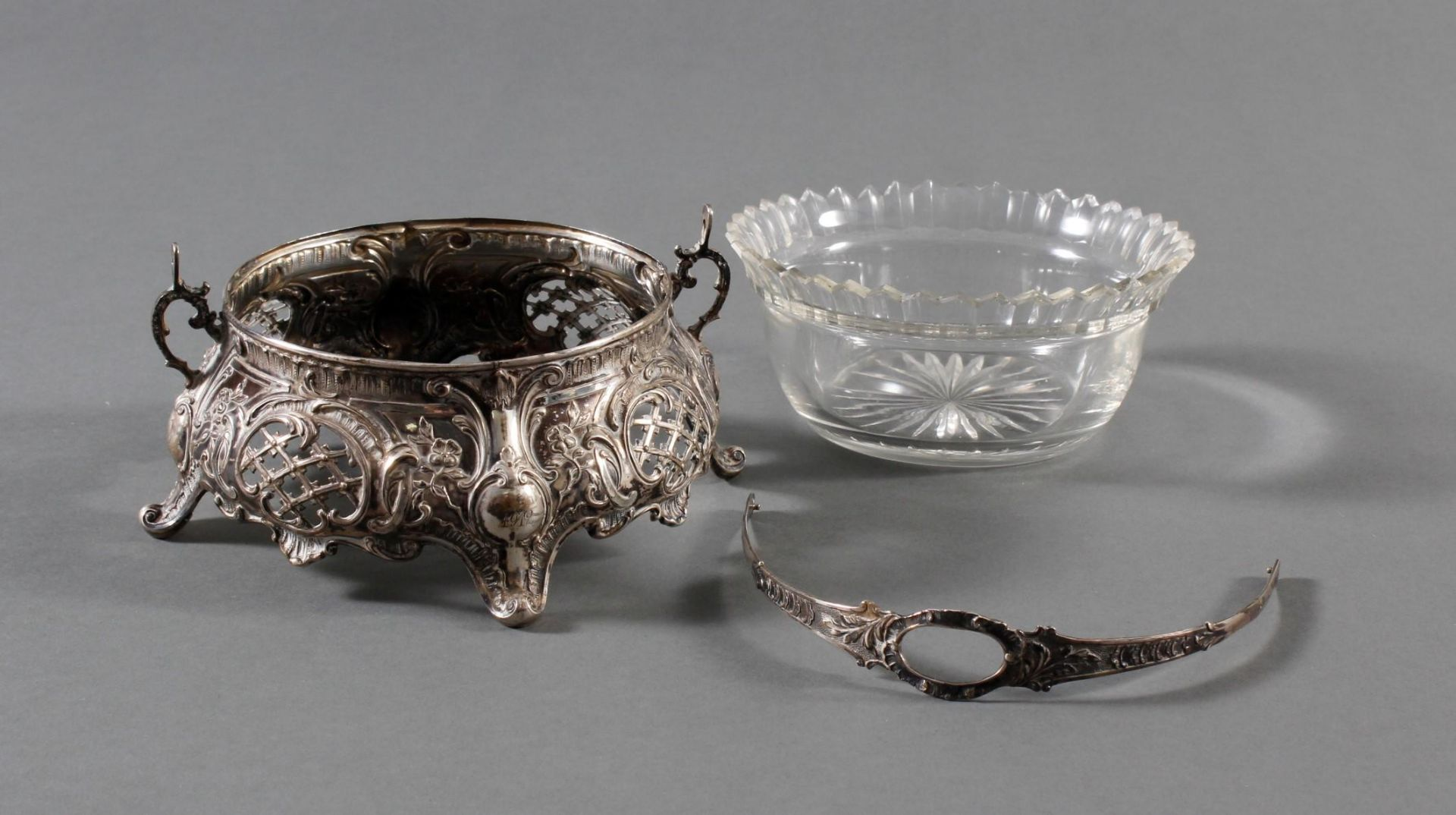 Silbernes Gebäckschälchen mit Glaseinsatz und Gravur - Bild 9 aus 11