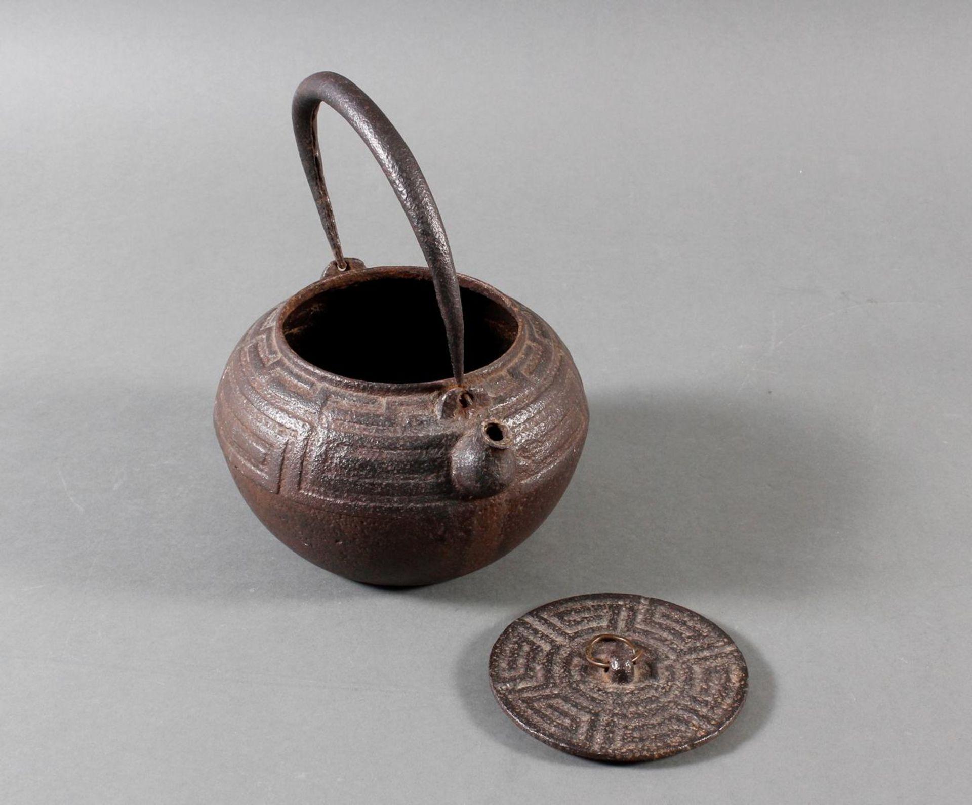 Gusseiserner Wasserkessel, China 18./19. Jahrhundert - Bild 4 aus 8