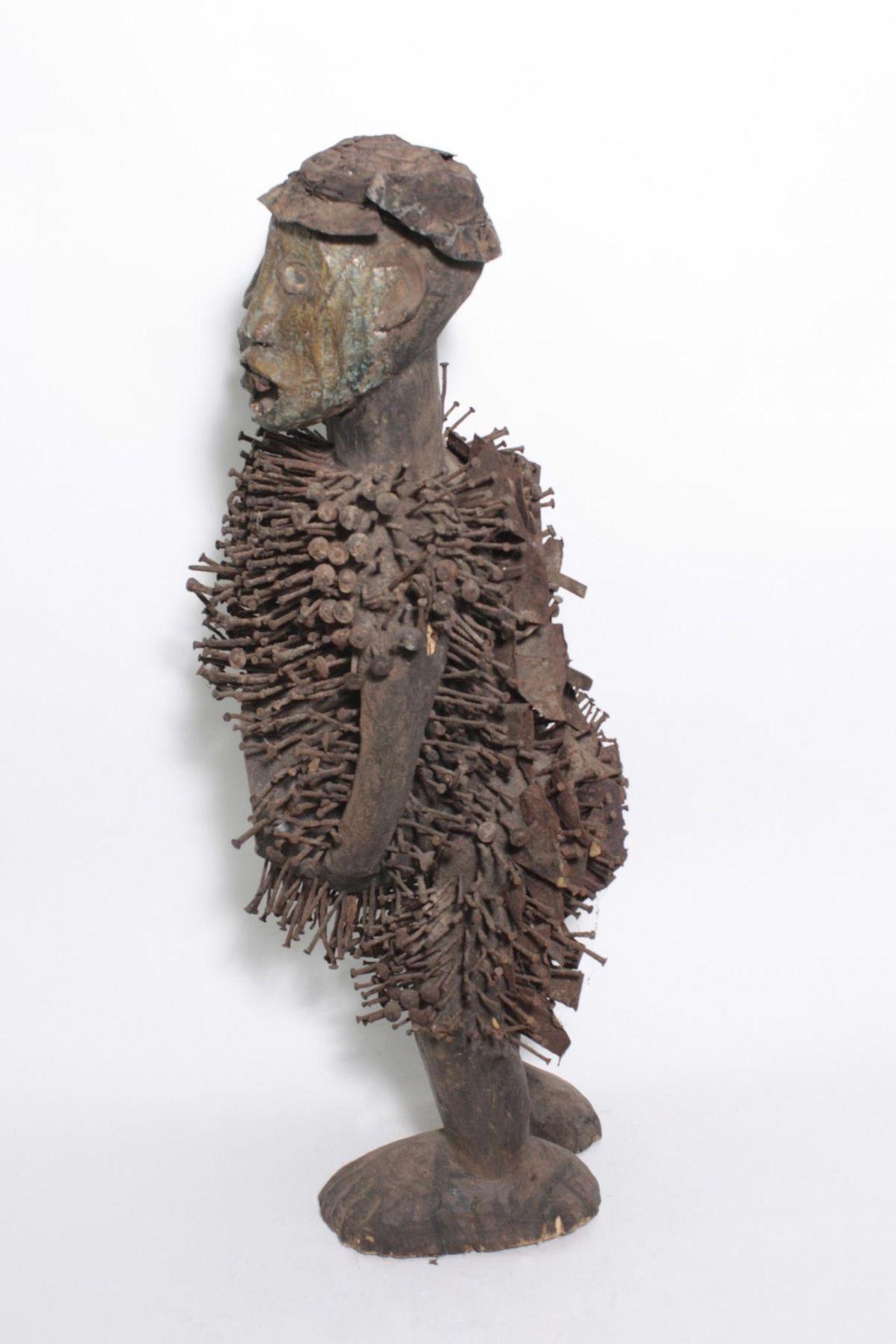 Doppelkopf-Nagelfetisch-Ritual Figur. Kongo-Yombe, Nkisi Nkondi, 1. Hälfte 20. Jh. - Bild 8 aus 9