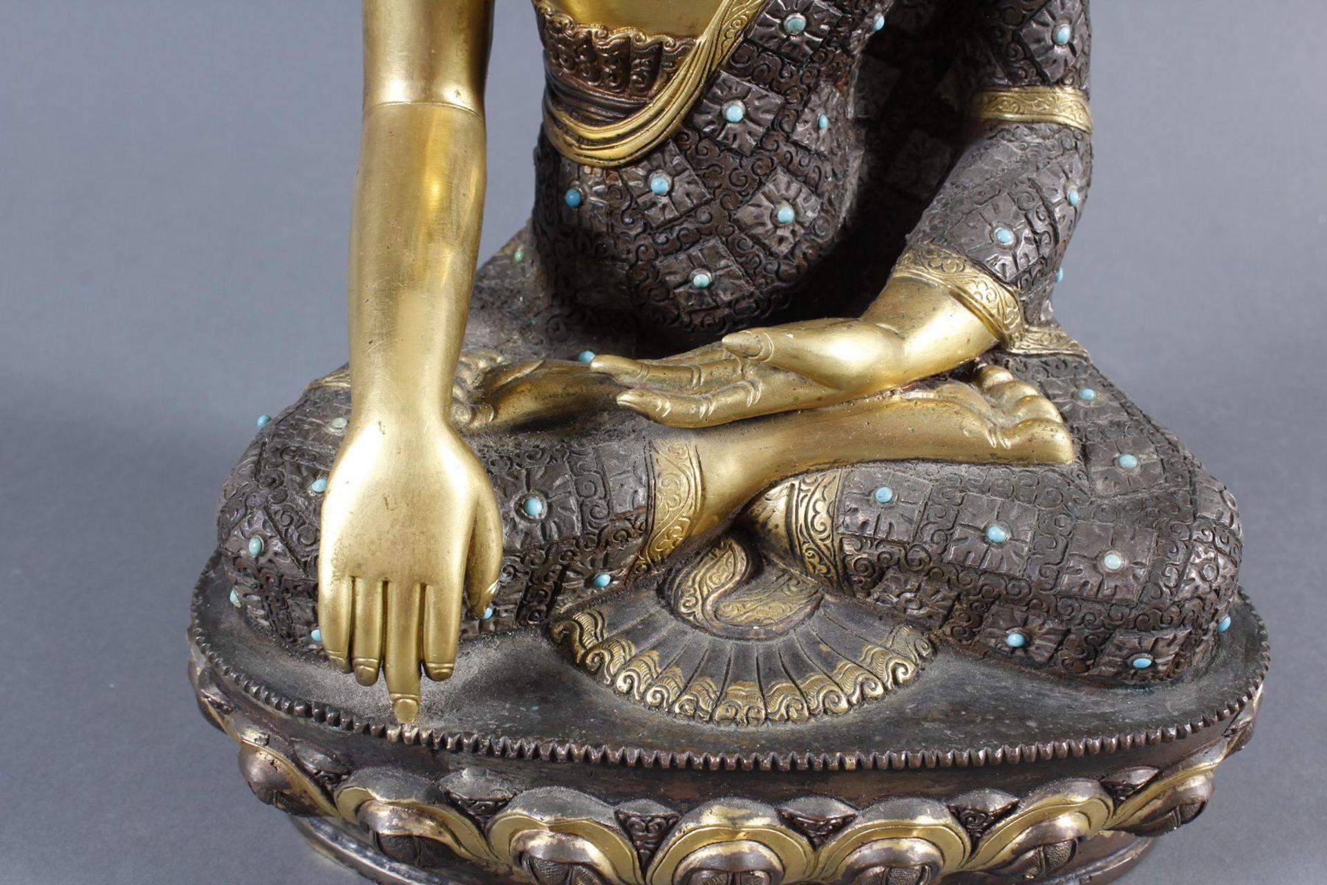 Bronze des Buddha Shakyamuni in der Erdberührungsgeste auf Lotospodest - Bild 7 aus 10