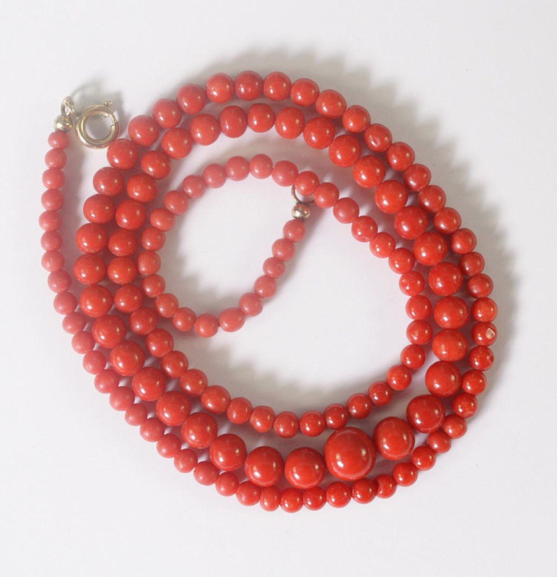 Halskette mit roten Korallenkugeln - Bild 2 aus 2