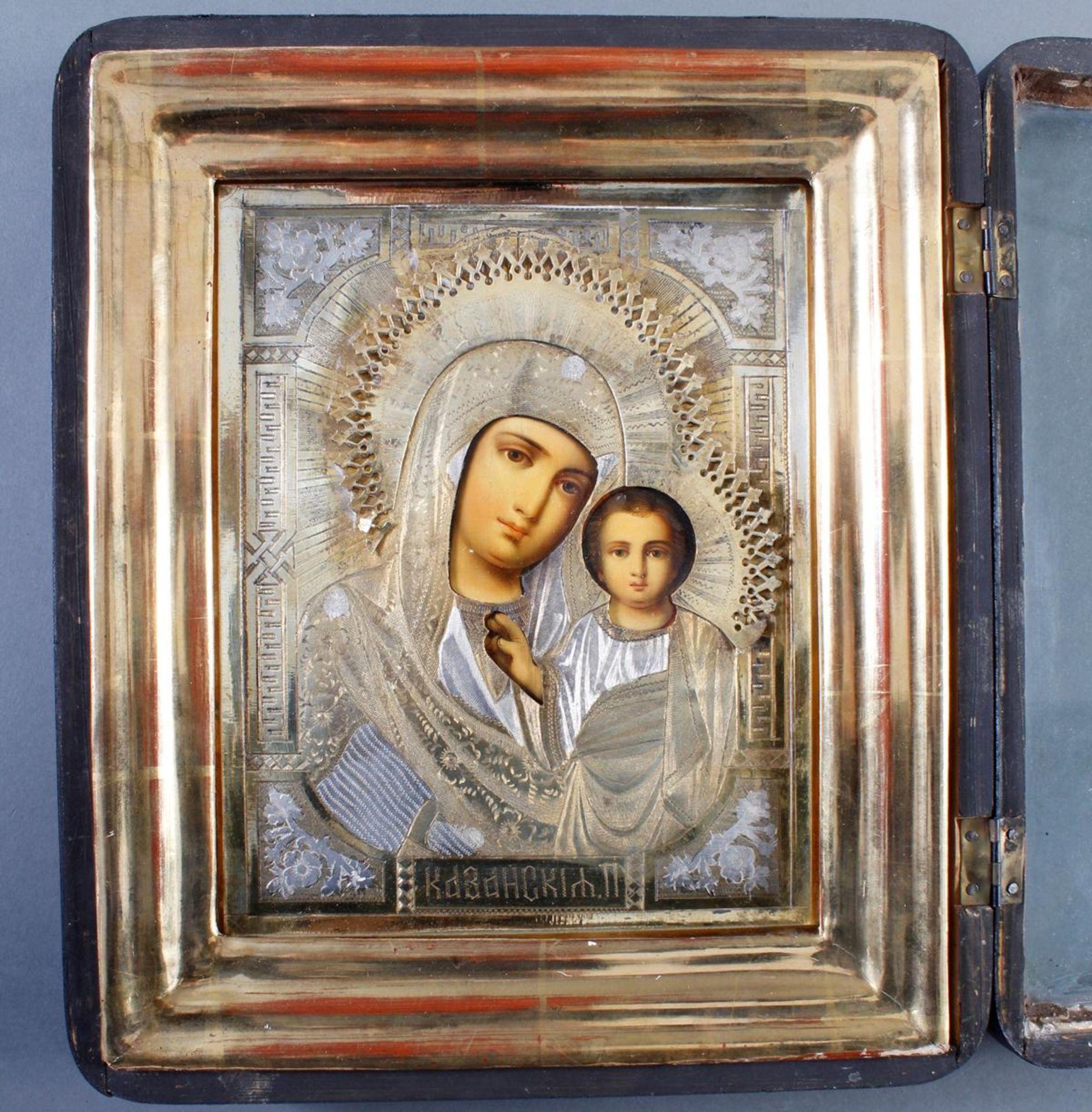 Ikone mit vergoldetem Silberoklad, Maria mit dem Jesuskind, Russland Anfang 20. Jahrhundert - Bild 3 aus 5