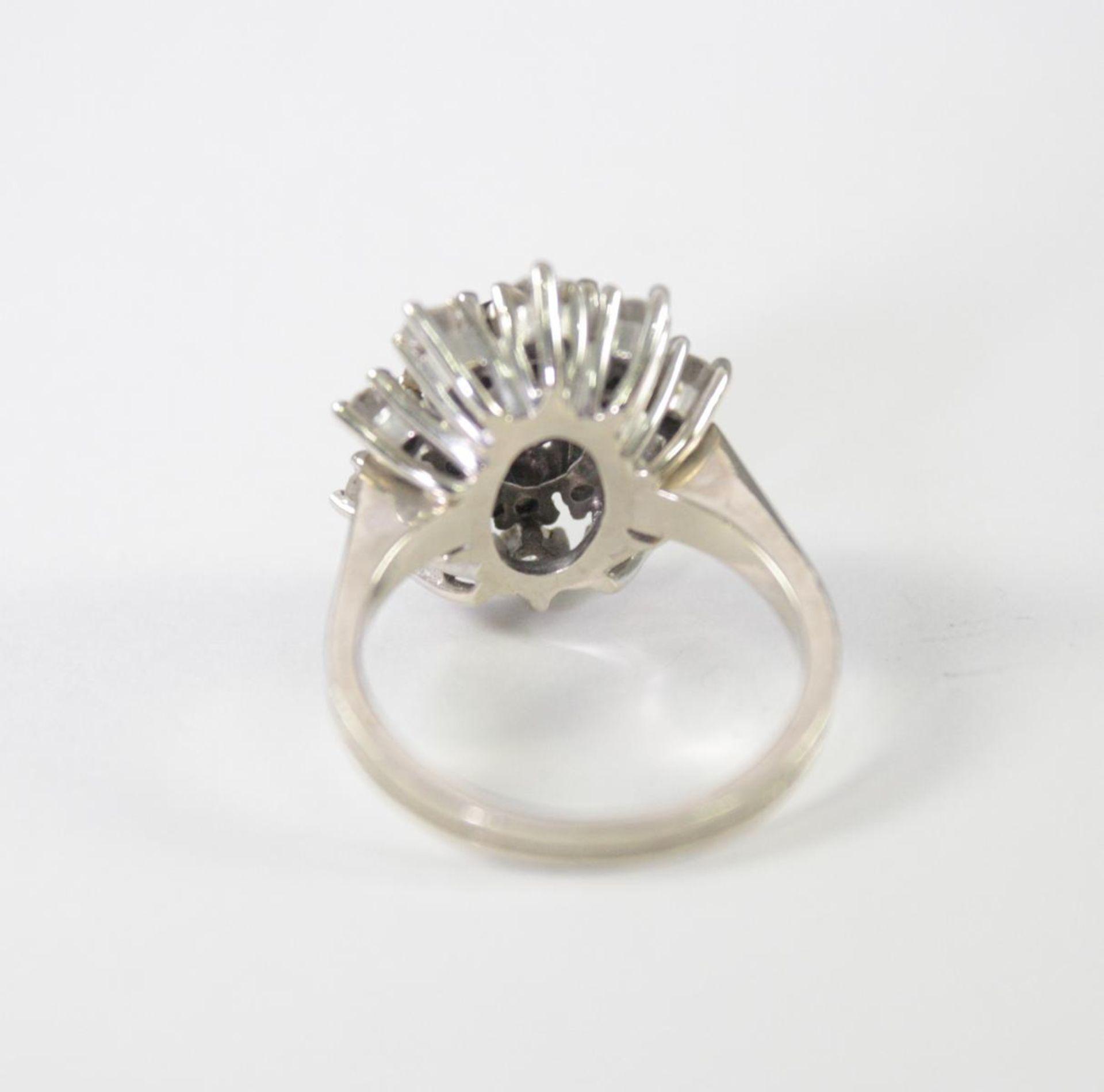 Damenring mit Diamanten und Saphir, 14 Karat Weißgold - Bild 3 aus 4