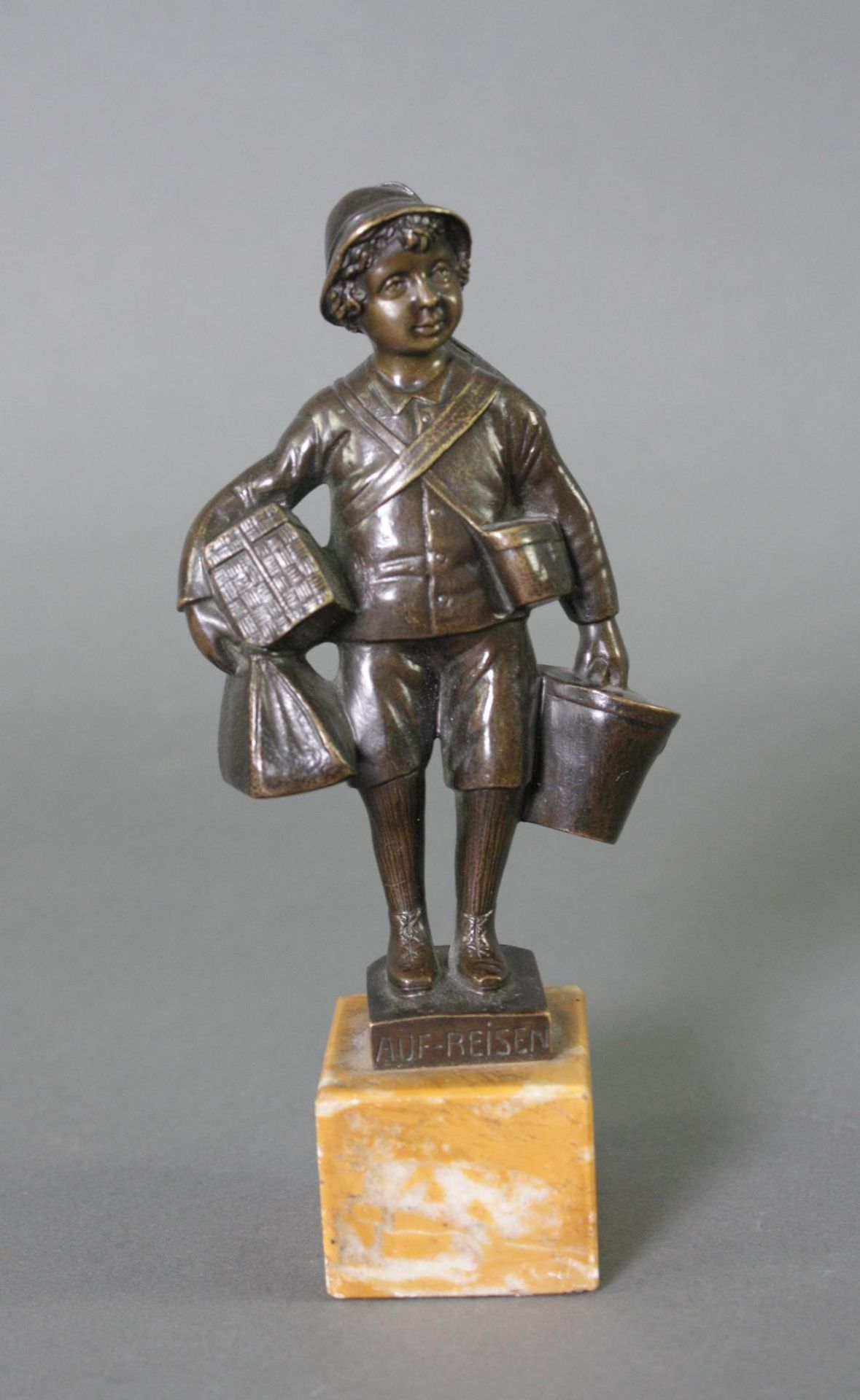 Bronzefigur, Auf Reisen