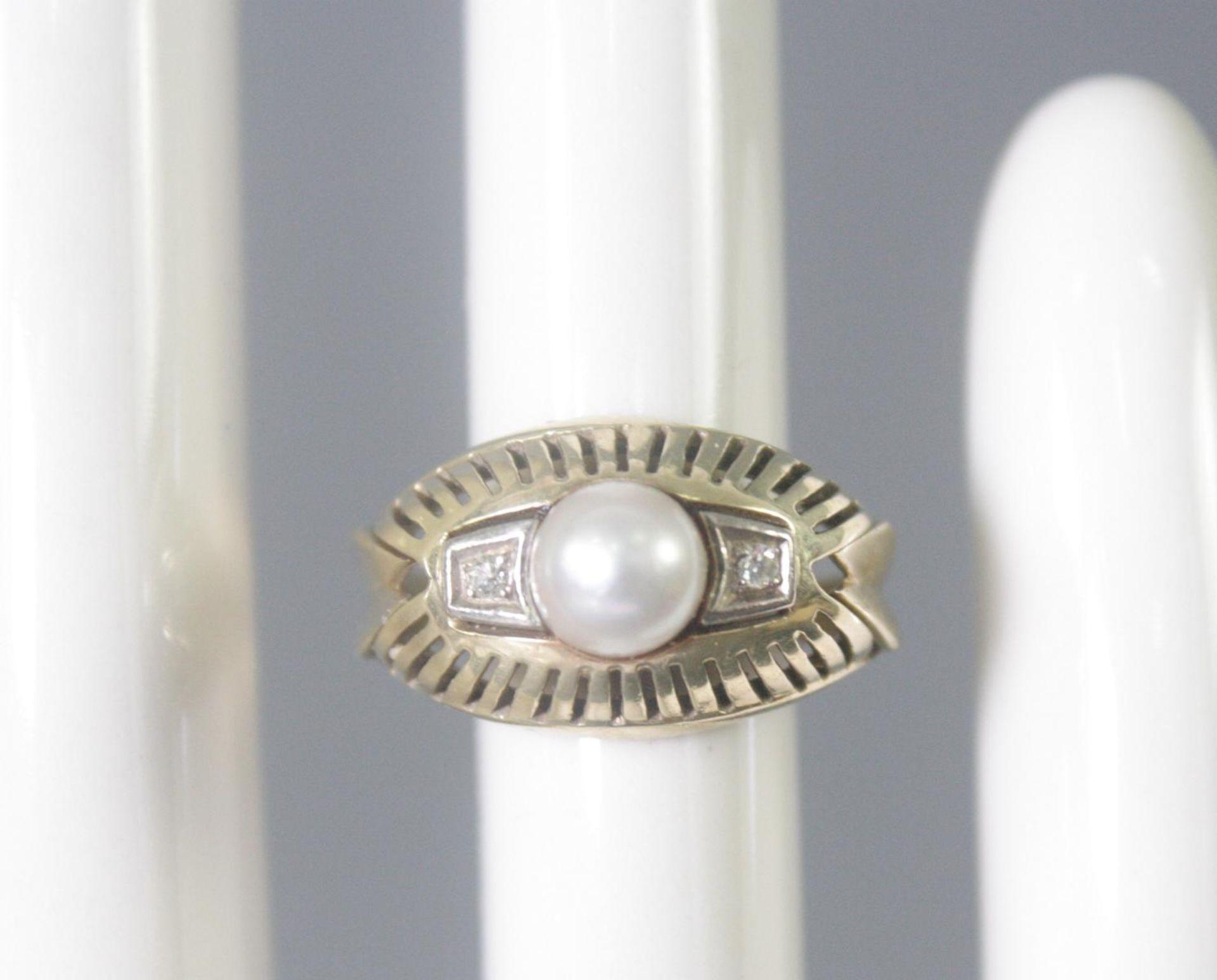 Damenring mit Perle und 2 Diamanten, 14 Karat Gelbgold