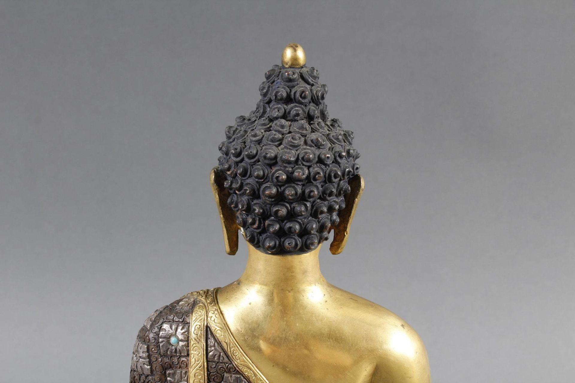 Bronze des Buddha Shakyamuni in der Erdberührungsgeste auf Lotospodest - Bild 9 aus 10