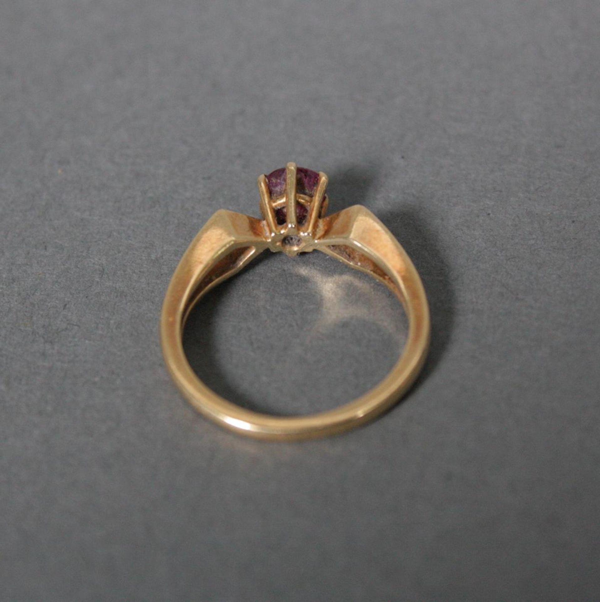 Ring mit Rubin, 18 Karat Gelbgold - Bild 3 aus 3