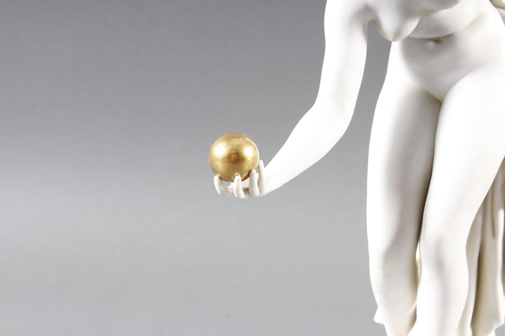 Porzellanskulptur, Kugelspielerin, Scheibe-Alsbach - Bild 2 aus 15