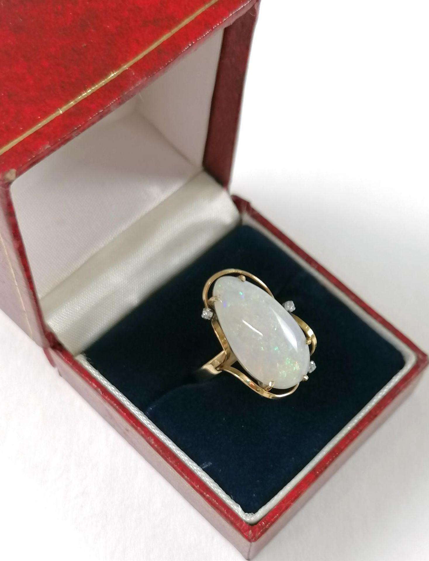 Gelbgold-Opalring mit Diamanten