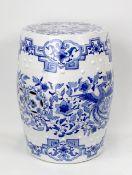 China Blau-weißer Porzellan-Hocker um 1900