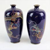 Japan Meji Periode Paar Cloisonne Emaille Vasen mit Drachenmotiven