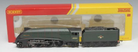 Hornby OO Gauge R2784X BR Class A4 4-6-2 'Mallard' locomotive and eight wheel tender (DCC fitted),