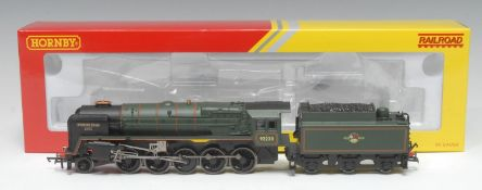 Hornby OO Gauge R3288 BR Class 9F 2-10-0 'Evening Star' locomotive and six wheel tender (DCC ready),
