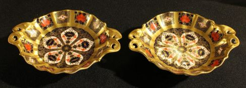 A pair of Royal Crown Derby 1128 pattern duchess dishes, solid gold band, first quality
