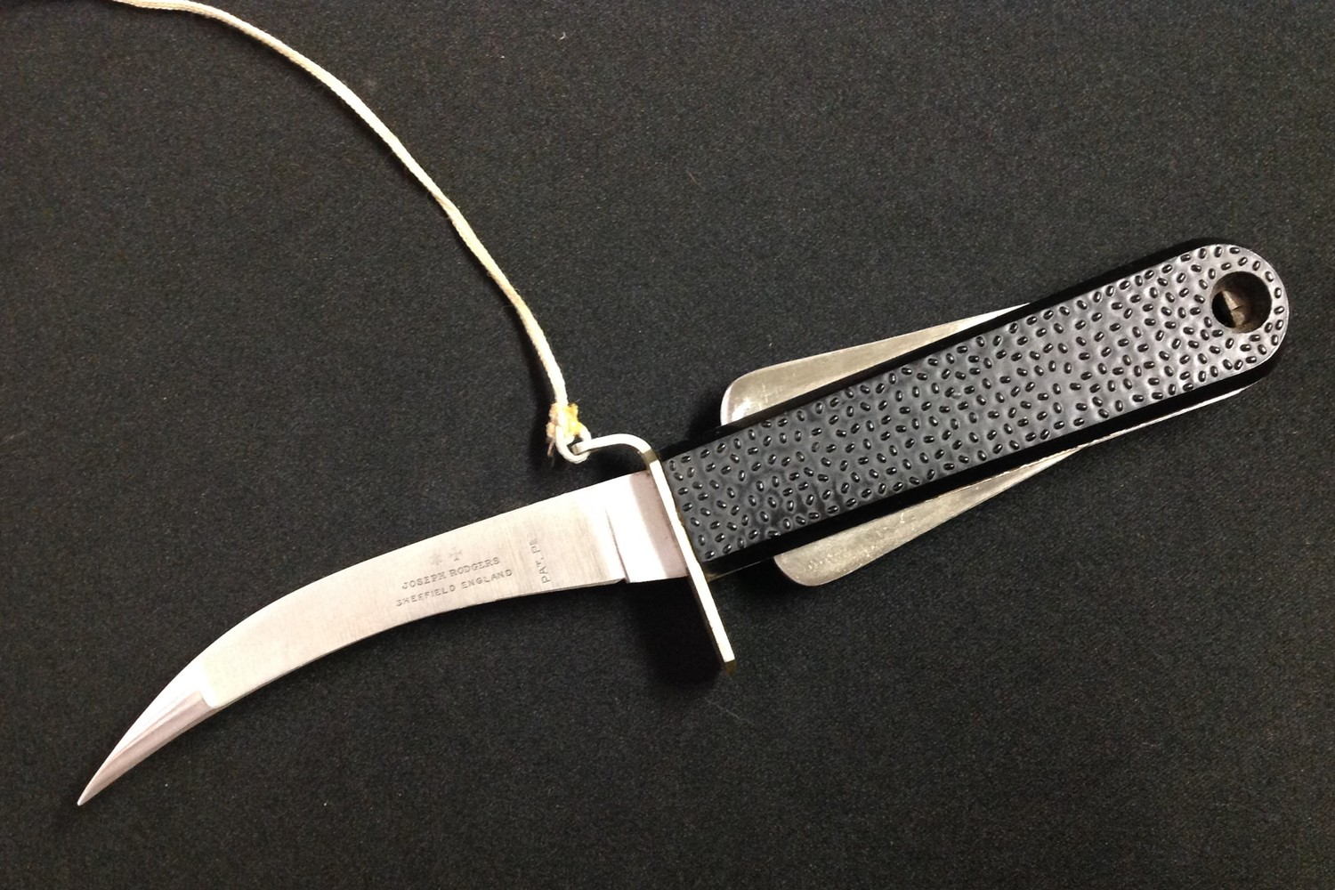 Post War British Joseph Rodgers Aircrew Emergency Knife with curved 100mm long single edged blade - Image 4 of 6