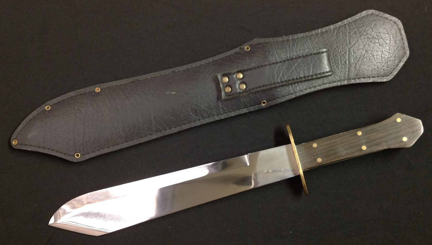 Bowie Knife with 266mm long blade with a die stamped Skull & Crossbones to the ricasso and an etched - Image 2 of 8
