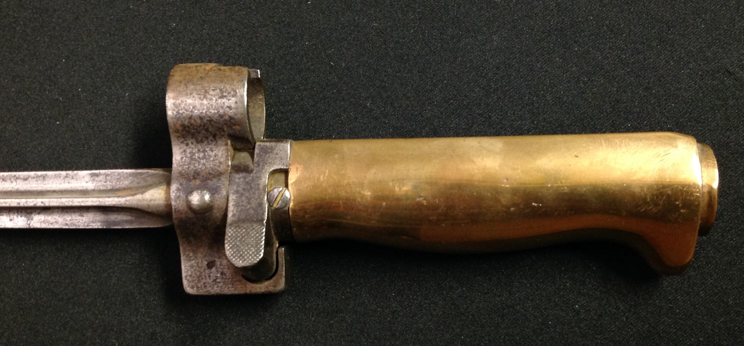 WW1 French Lebel bayonet with 517mm long cruciform blade. Working release catch. Guard is numbered - Image 3 of 8