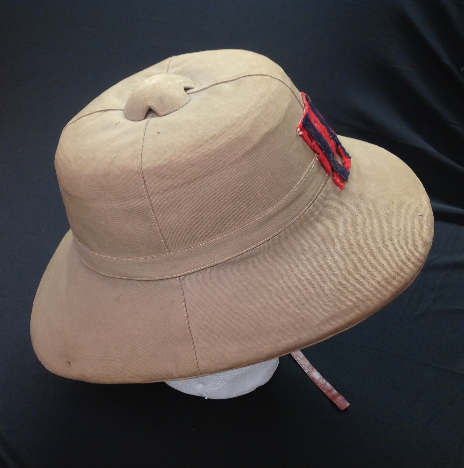 WW2 British Royal Engineers Solar Topee Pith Helmet. Size 7. Complete with original badge to - Image 3 of 8