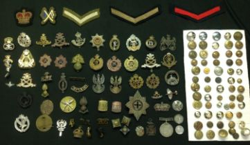 WW2 British cap badges, collar dogs, buttons and shoulder titles including post war examples, mostly