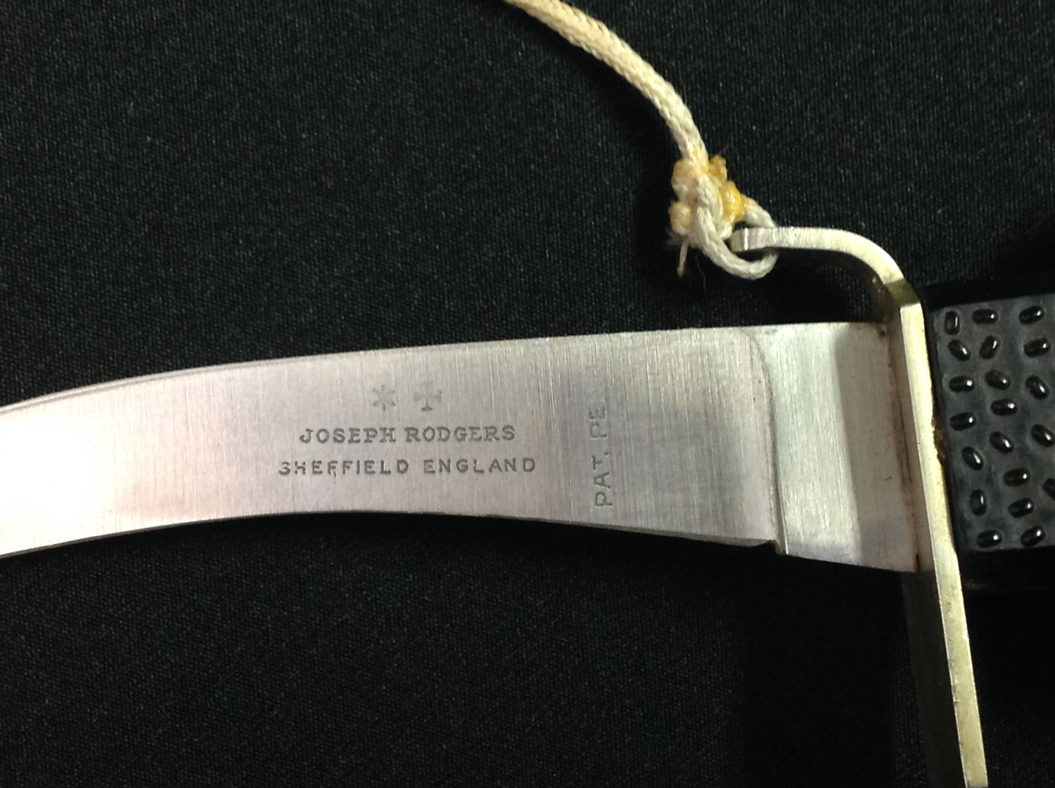Post War British Joseph Rodgers Aircrew Emergency Knife with curved 100mm long single edged blade - Image 6 of 6