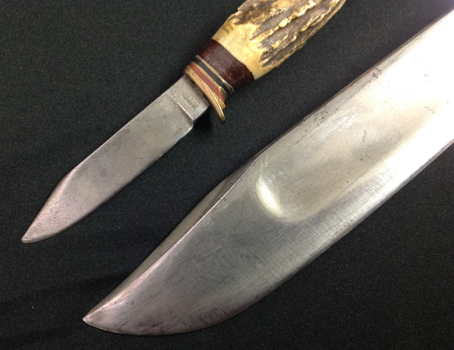 """Hunting Knife with Bowie style blade with fuller 199mm in length maker marked """"William Rodgers I Cut - Image 3 of 5"""